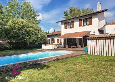 Charmante maison à Salles avec piscine 38