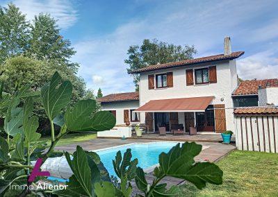 Charmante maison à Salles avec piscine 40