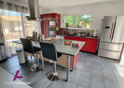 Contemporaine de 2018 avec 125 m² habitable à Belin Béliet 24