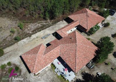 Ensemble immobilier comprenant une maison et 4 appartements à Lugos 1