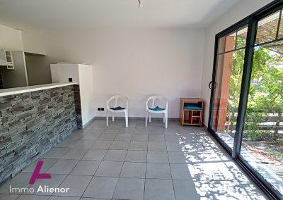 Ensemble immobilier comprenant une maison et 4 appartements à Lugos 10