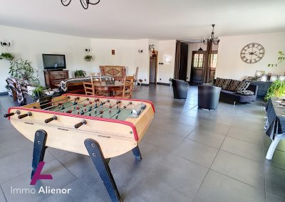 Ensemble immobilier comprenant une maison et 4 appartements à Lugos 2 1