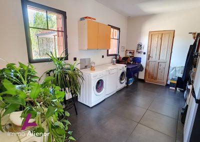 Ensemble immobilier comprenant une maison et 4 appartements à Lugos 3