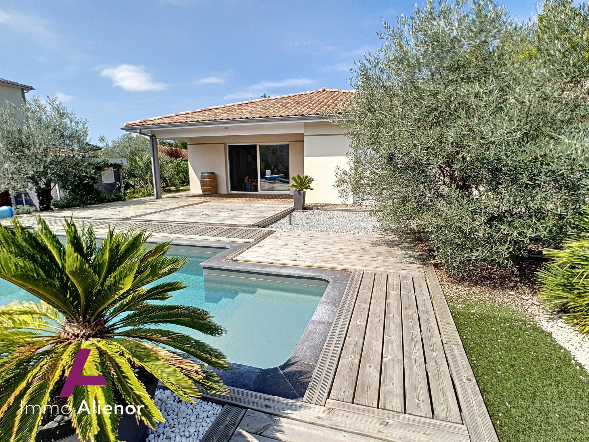 Ensemble immobilier composé d'une maison 6 pièces de 155 m² et d'un terrain à bâtir à Mios