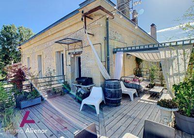 Maison de maître de 345 m² à Cabanac 17