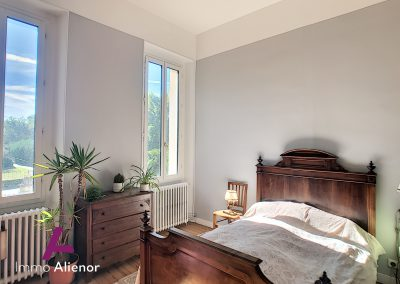 Maison de maître de 345 m² à Cabanac 24