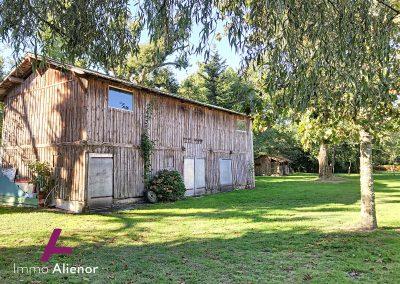 Maison en pierres avec un terrain de 7500 m² 17