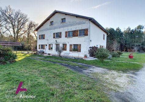 Maison de 300 m² à Saint-Magne