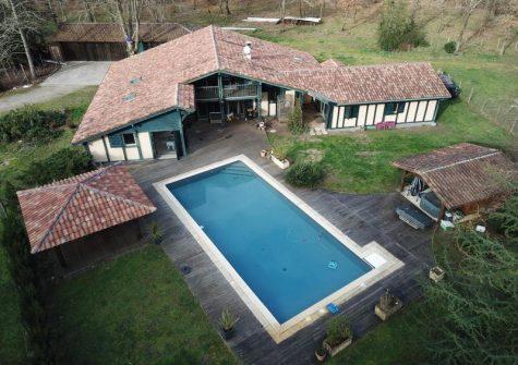 Maison de 367 m² à Commensacq