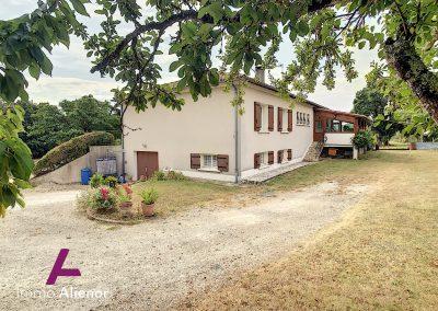 maison de 150 m² à Manzac Sur Vern 48