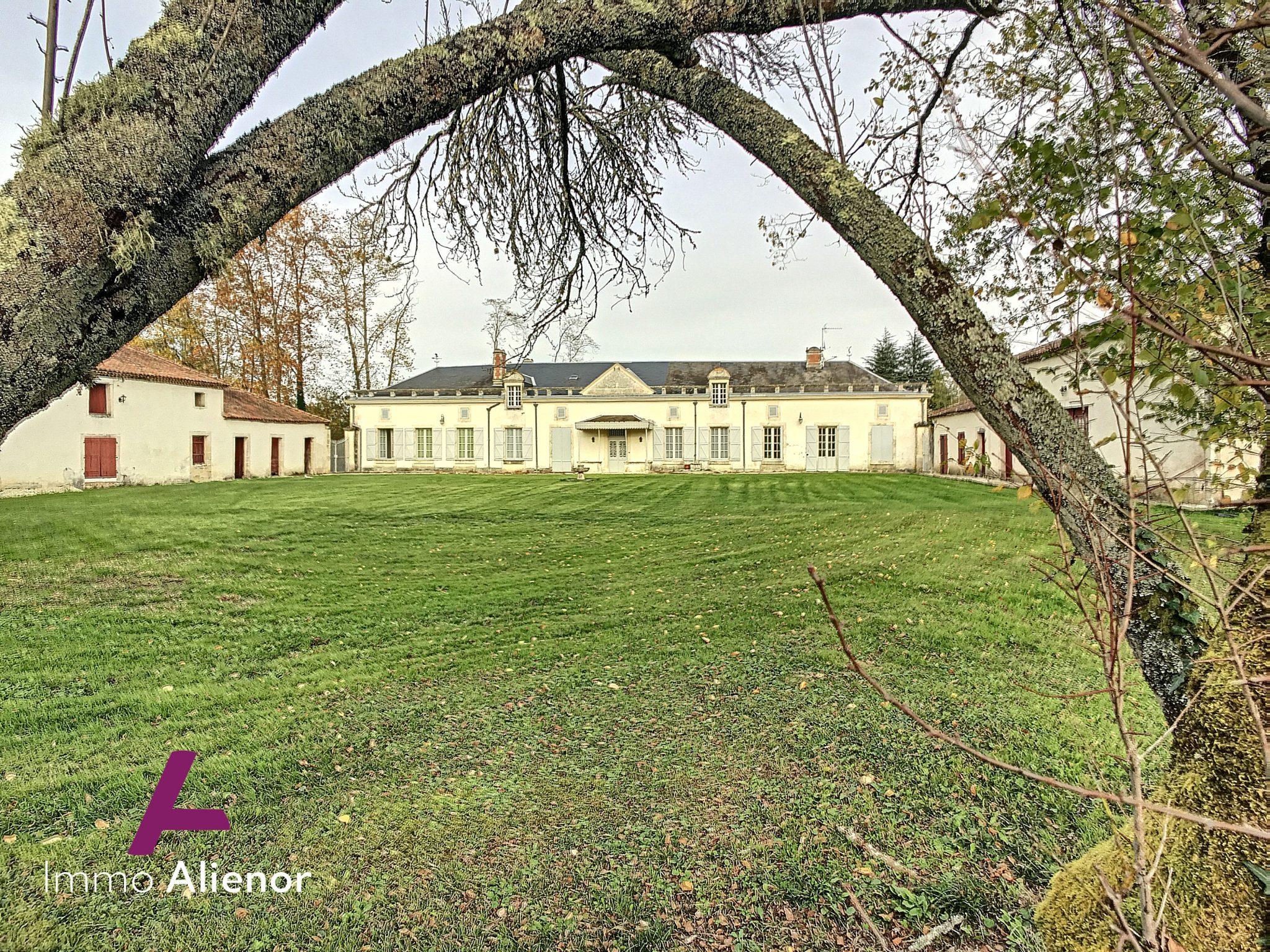 Propriété 16 pièces de 550 m² à Manzac-sur-Vern