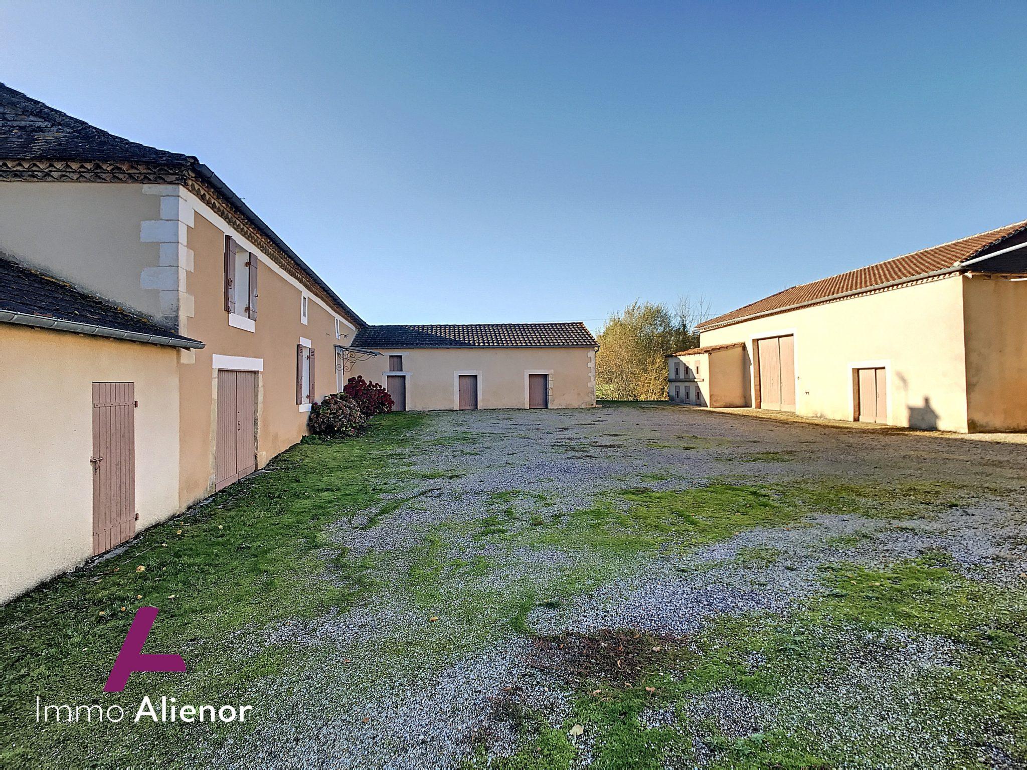 Corps de ferme 123 m² à Creyssensac-et-Pissot