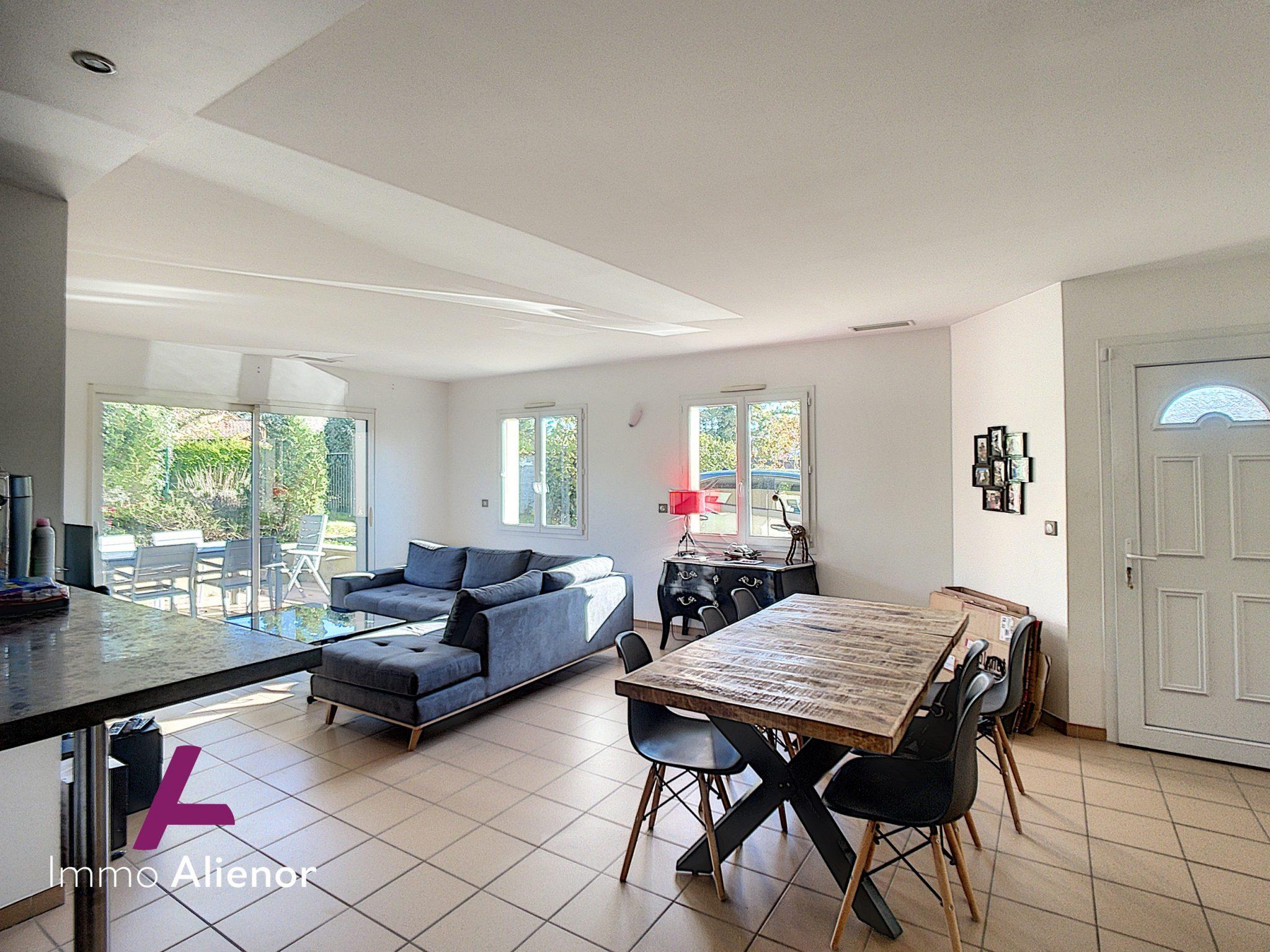 Maison 4 pièces de 95 m² à Sallebœuf