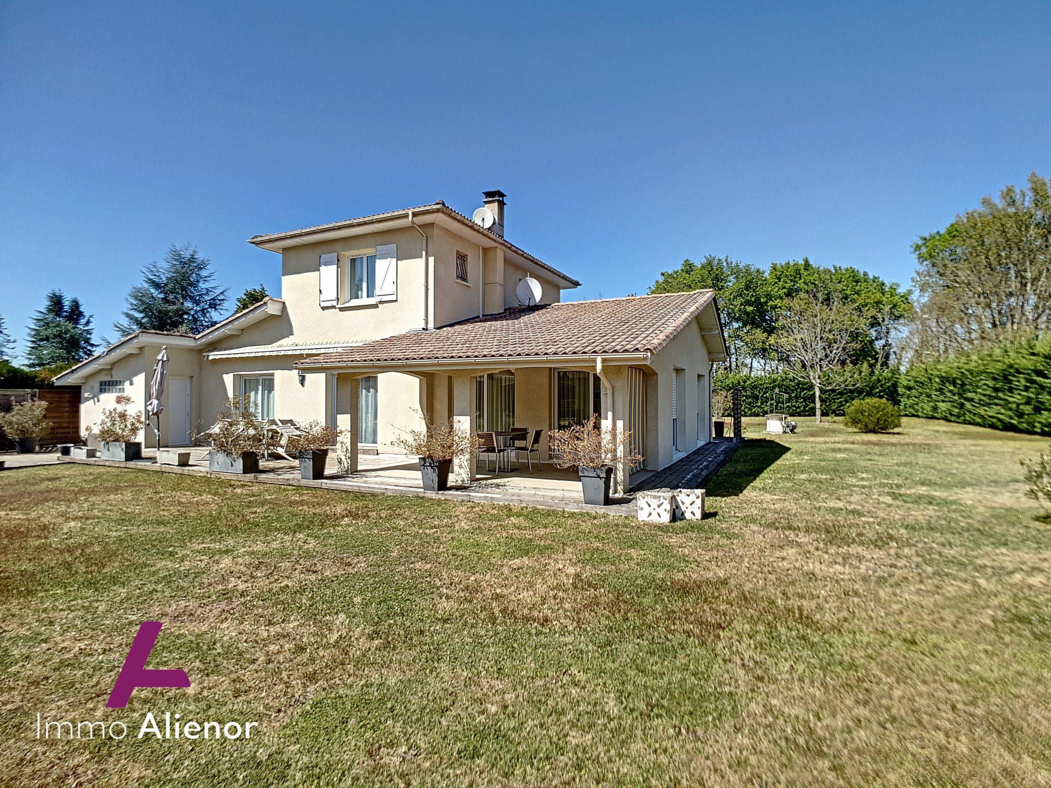 Maison 6 pièces de 141 m² à Belin-Béliet