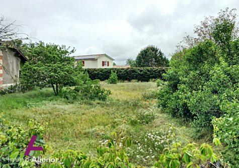Terrain de 990 m² à bâtir à Cestas