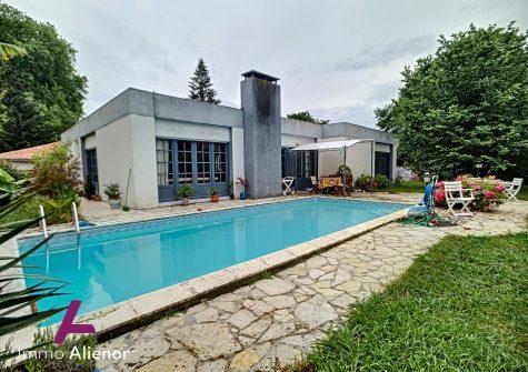 Maison 5 pièces de 150 m² à Mérignac
