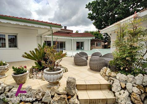 Maison 6 pièces de 165 m² à Arès