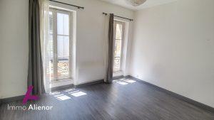 Charmant appartement T2, 52m2, dans bel immeuble façade pie