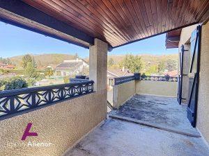 Maison de ± 150 m2 + dépendances (studio de 20m2 et 40m2) –