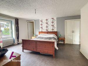 Maison 4 chambres + dépendances aménageables, grand garage