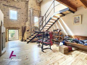 Maison dans  superbe Bâtisse datant du XII siècles, en pierr